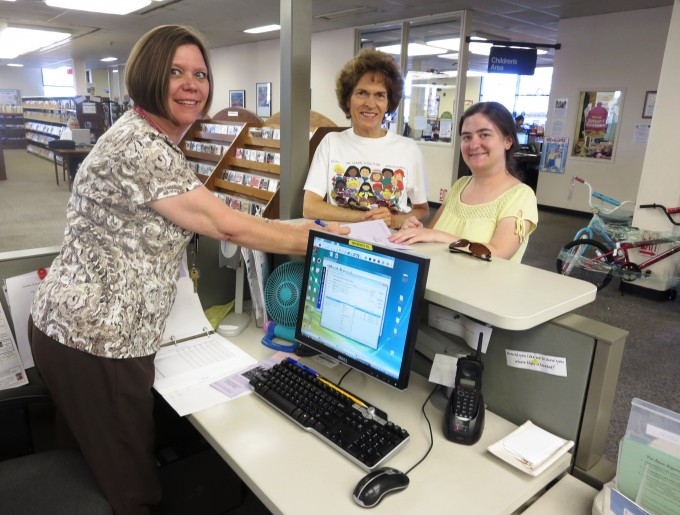 Signing up for the Summer Adult Reading program is a cinch!